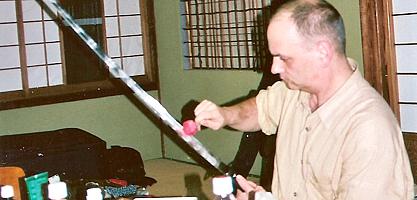 Nettoyage du Sabre après la pratique, Un autre enseignement de Hatsumi Sensei,  hatsumi, hombu dojo, bujinkan, bujinkan paris, ninja, ninjutsu, kunoichi