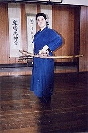 Virginie avec un Tachi de Otake Sensei, Un autre enseignement de Hatsumi Sensei,  hatsumi, hombu dojo, bujinkan, bujinkan paris, ninja, ninjutsu, kunoichi