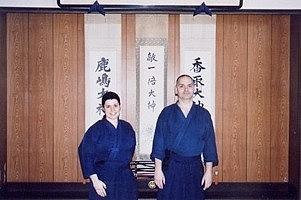 Virginie et Jean-François devant le Kamiza, Un autre enseignement de Hatsumi Sensei,  hatsumi, hombu dojo, bujinkan, bujinkan paris, ninja, ninjutsu, kunoichi